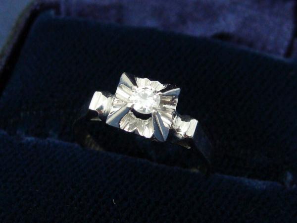 貴金属 K18WG ホワイトゴールドダイヤモンドリング