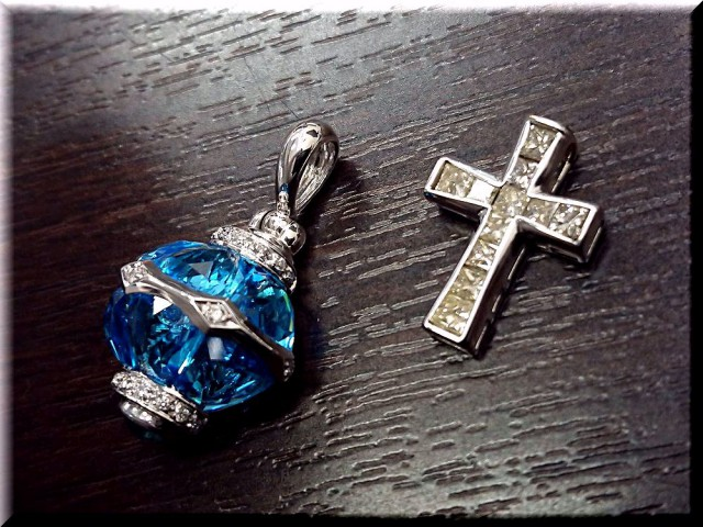 K18ダイヤモンド・色石付ペンダントトップを高価買取致しました!