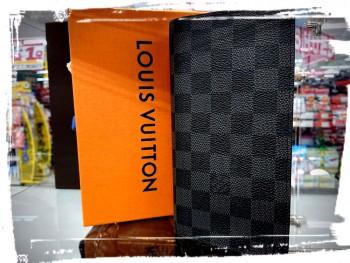 ルイヴィトン ダミエ グラフィット  ポルトフォイユブラザ 長財布を高価買取させて頂きました。