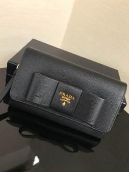 成東店♪PRADA♪リボン財布