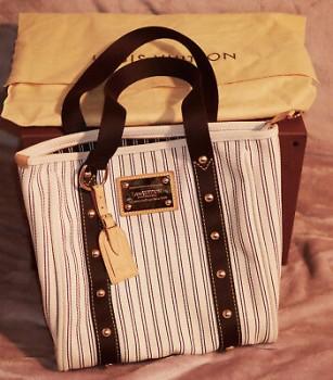 Louis-Vuitton-M40132-Antigua-Hippo-MM-stripe-White